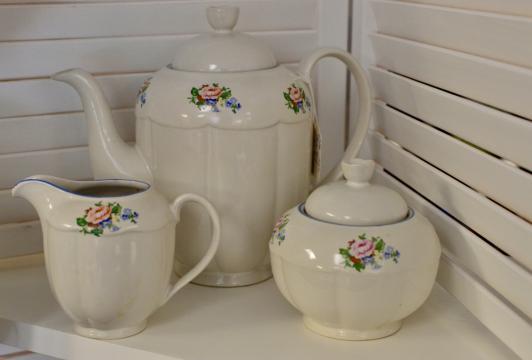 Teapot, sugar & creamer