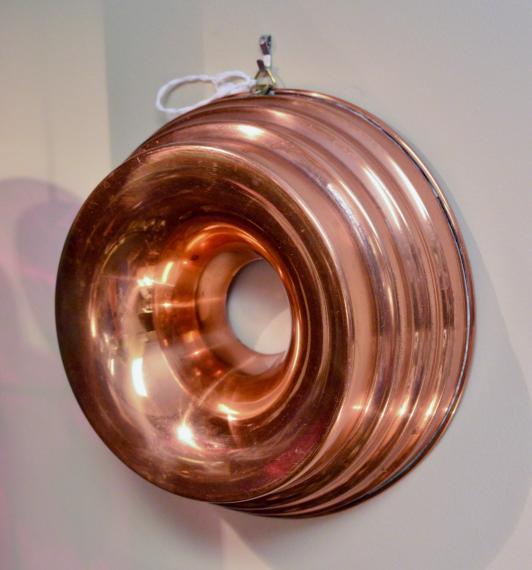 Round Bundt copper mold - vintage