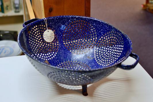 Navy blue speckled footed colander