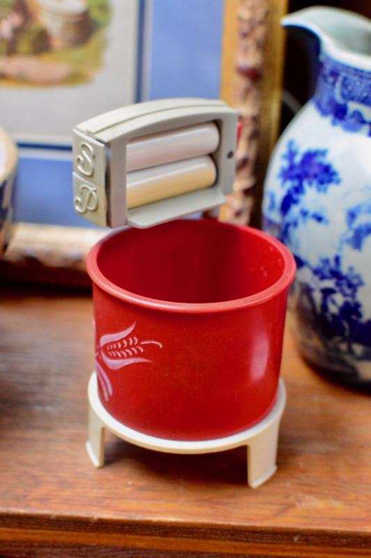 Ringer washing machine salt & pepper shaker