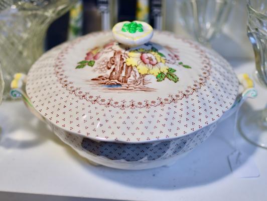 Royal Doulton Grantham covered bowl w/ handles