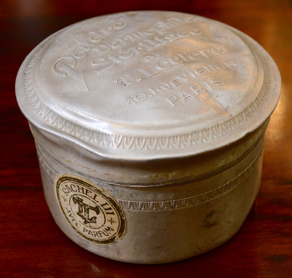 Powder Tin from Paris France Poudre Dermophile Sterilisee de T. Leclere. 10 Rue Vignon.