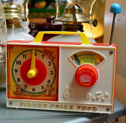 """1971 Fisher Price Clock """"Radio"""" Music Box"""