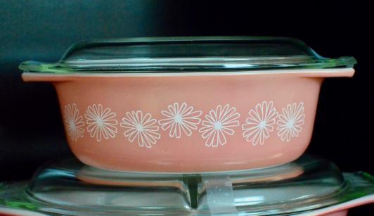 Pink Pyrex  lidded casserole bowl / dish