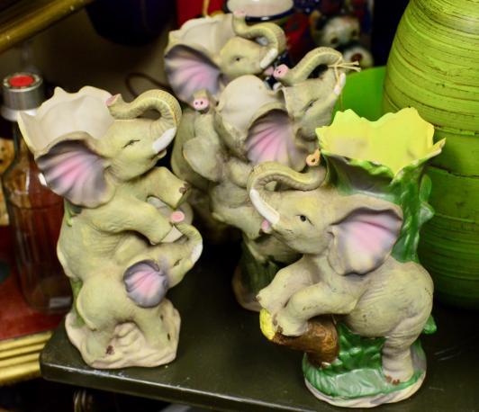 Set of 4 elephant vases