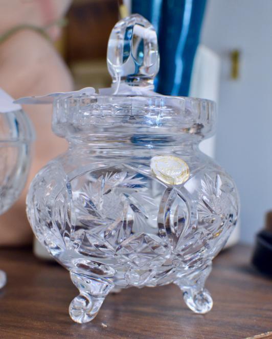Crystal sugar dish